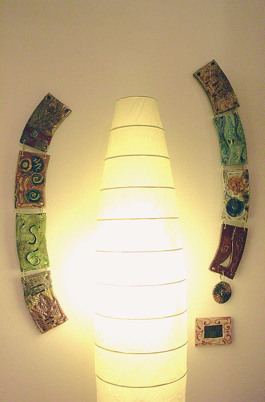 Formelle in ceramica Raku: Pareti in stile  di Forgiatore di Elementi di Giuseppe Sautto