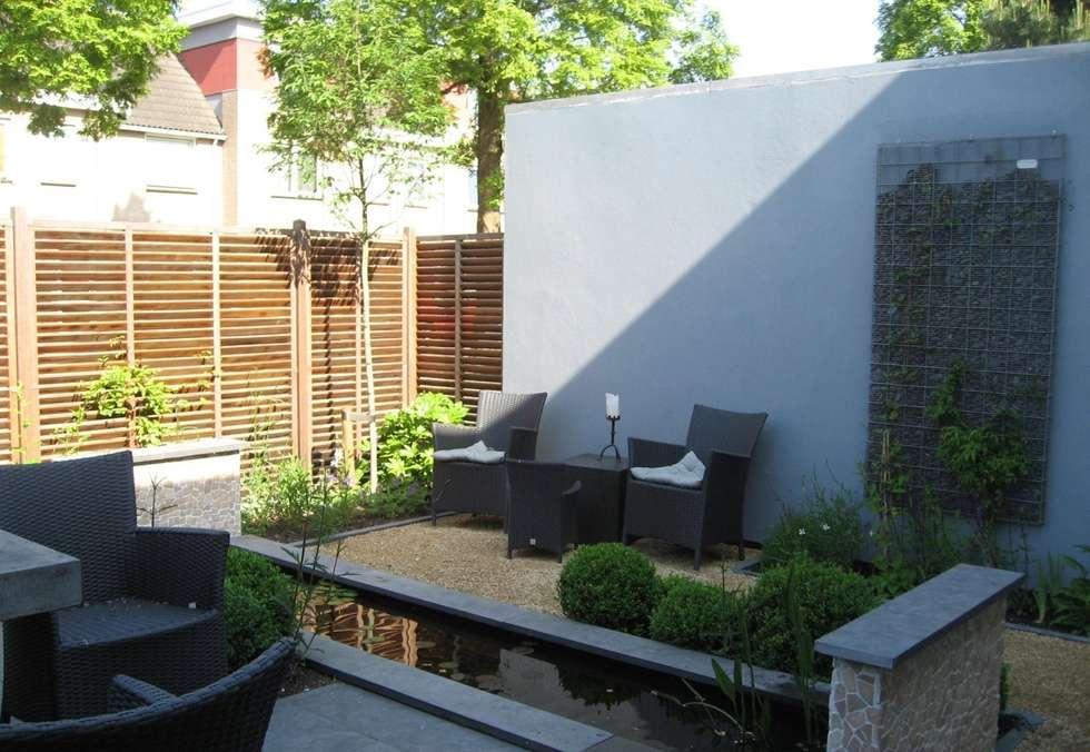 Zitje bij vijver: moderne Tuin door Ontwerpstudio Angela's Tuinen