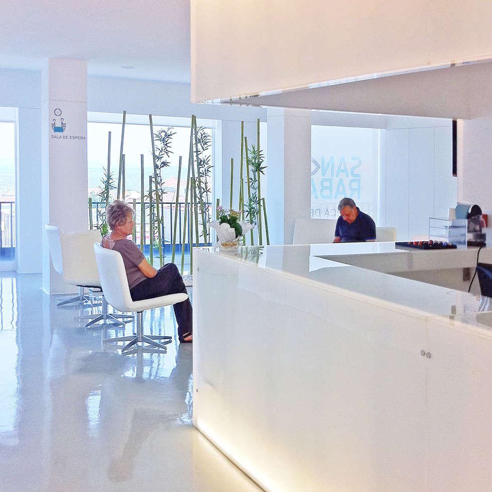 dental clinic sandra rabaça: Escritórios e Espaços de trabalho  por Artspazios, arquitectos e designers