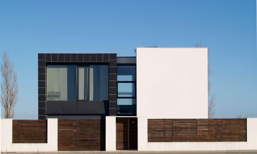 vivienda unifamiliar: Casas de estilo minimalista de ardisvall.com