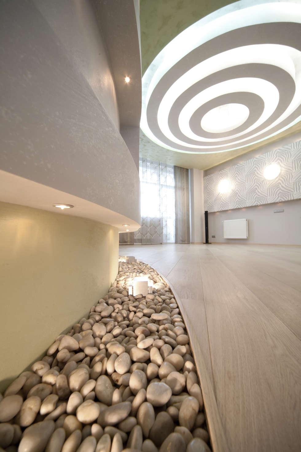 """Дизайн квартиры """"Геометрия и глянец"""": Коридор и прихожая в . Автор – Samarina projects"""
