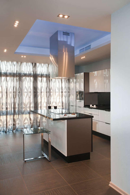 """Дизайн квартиры """"Квартира для современной семьи"""" : Кухни в . Автор – Samarina projects"""