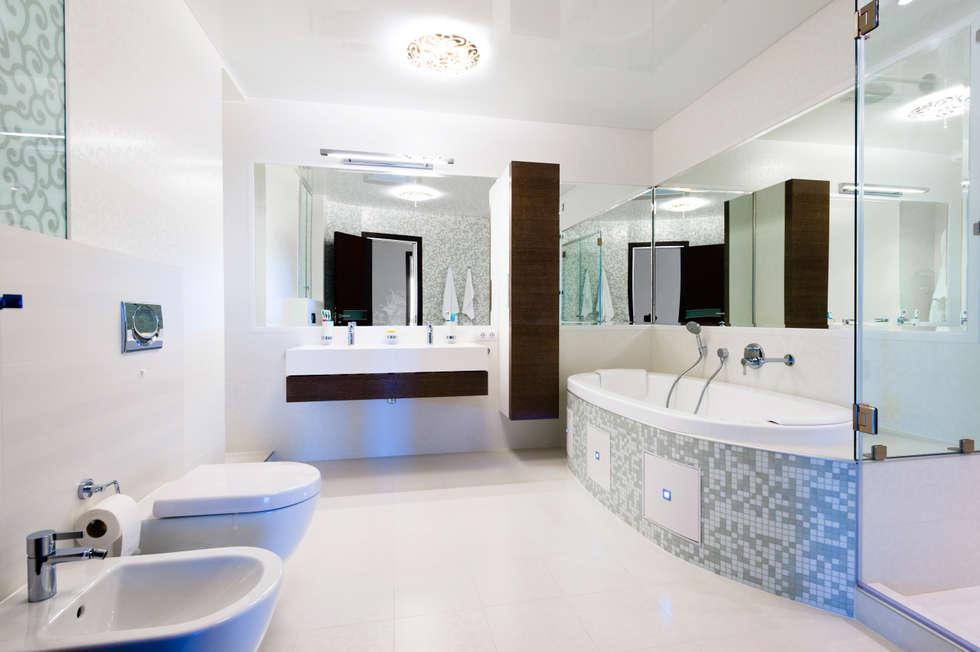 """Дизайн квартиры """"В центре мегаполиса"""" : Ванные комнаты в . Автор – Samarina projects"""