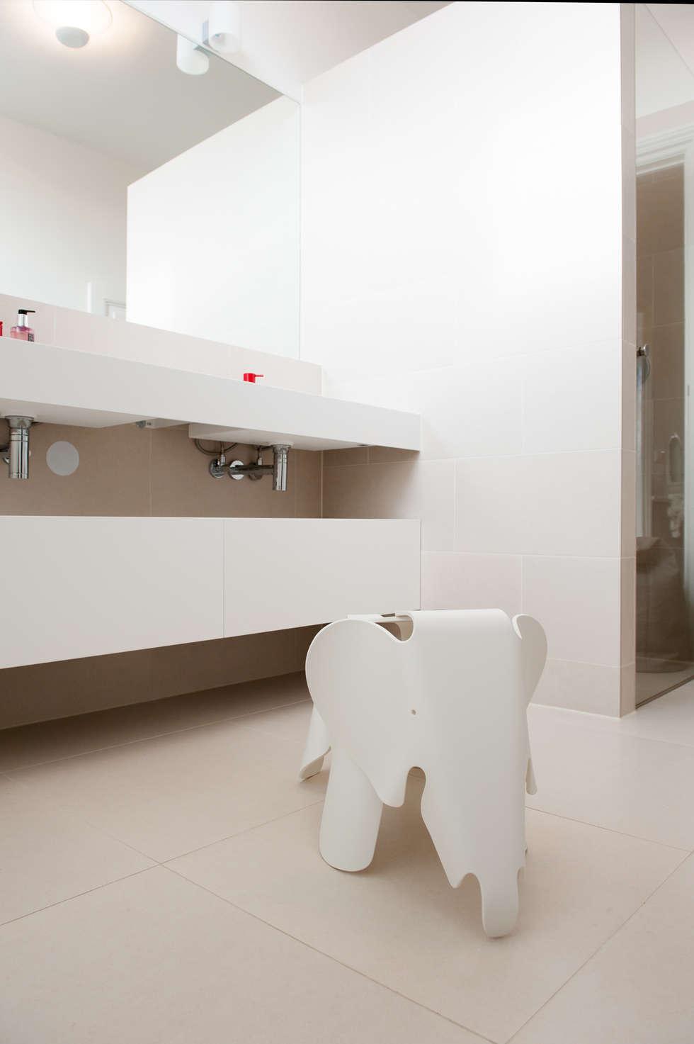 Badkamer: moderne Badkamer door Studiohecht