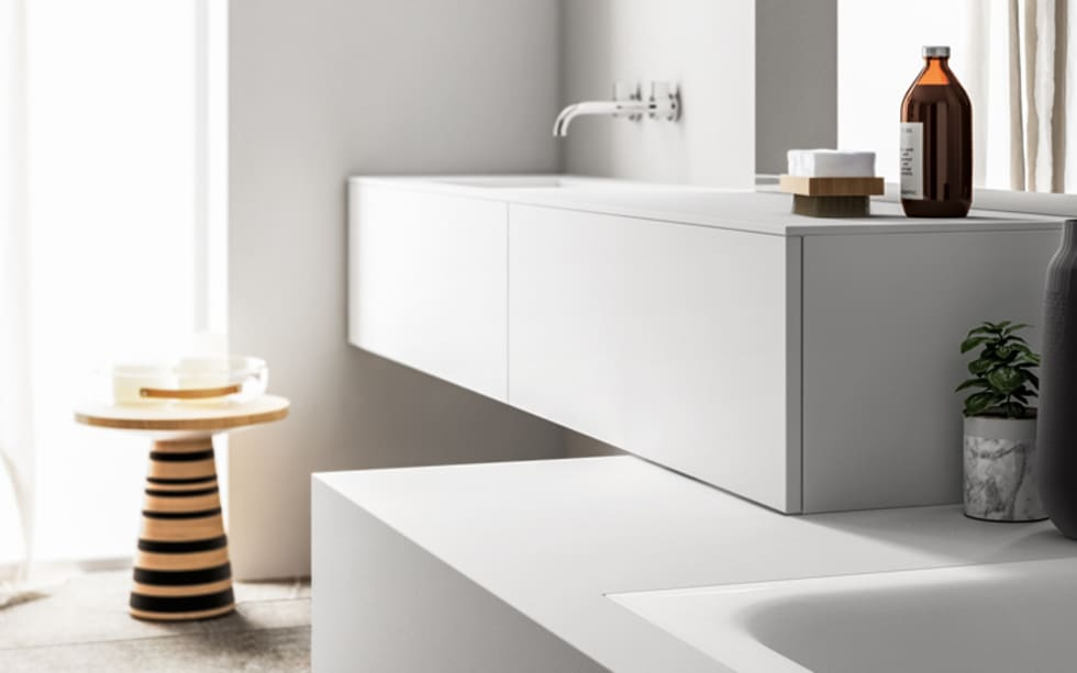 Ambiente Bagno (B) - dettaglio mobile sospeso: Bagno in stile in stile Moderno di Nova Cucina