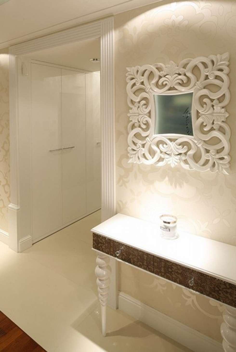 Hall . Nowoczesny glamour.: styl , w kategorii Korytarz, przedpokój zaprojektowany przez CAROLINE'S DESIGN