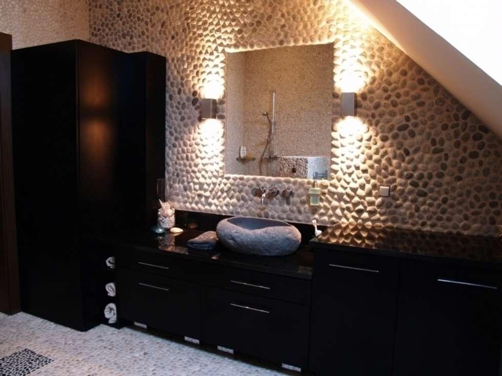 Baños de estilo tropical de CAROLINE'S DESIGN