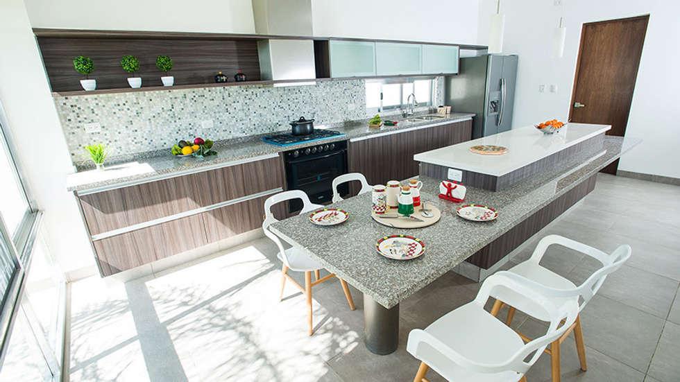 la isla de la cocina es una mesa auxiliar