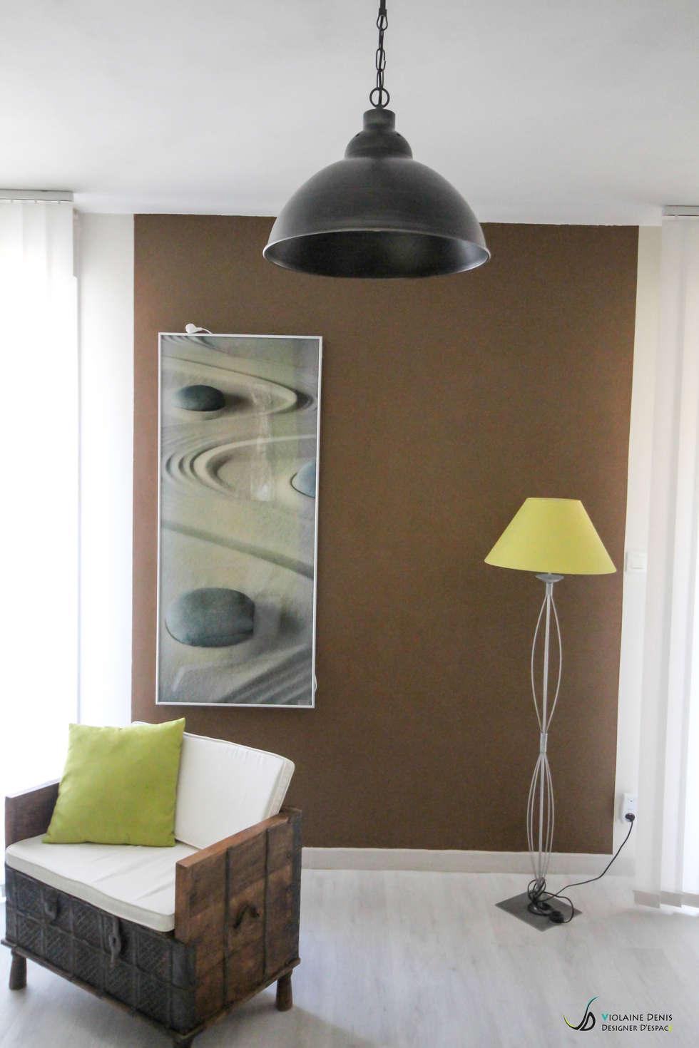 Décoration d'une pièce à vivre: Salon de style de style Moderne par Violaine Denis
