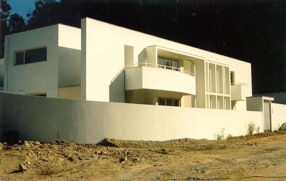 Vista noroeste: Casas modernas por José Melo Ferreira, Arquitecto