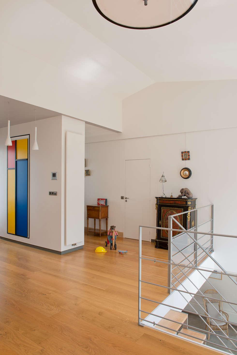 Epure & Bien-être: Couloir et hall d'entrée de style  par MELANIE LALLEMAND ARCHITECTURES