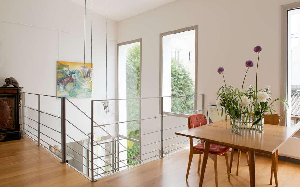 Epure & Bien-être: Salle à manger de style de style Moderne par MELANIE LALLEMAND ARCHITECTURES