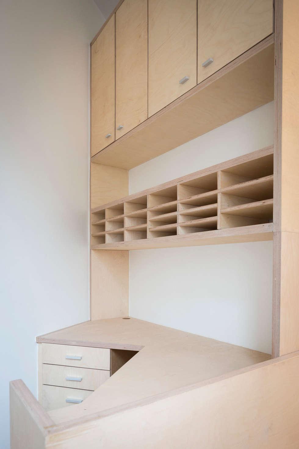 Le bureau: Bureau de style de style Moderne par MELANIE LALLEMAND ARCHITECTURES