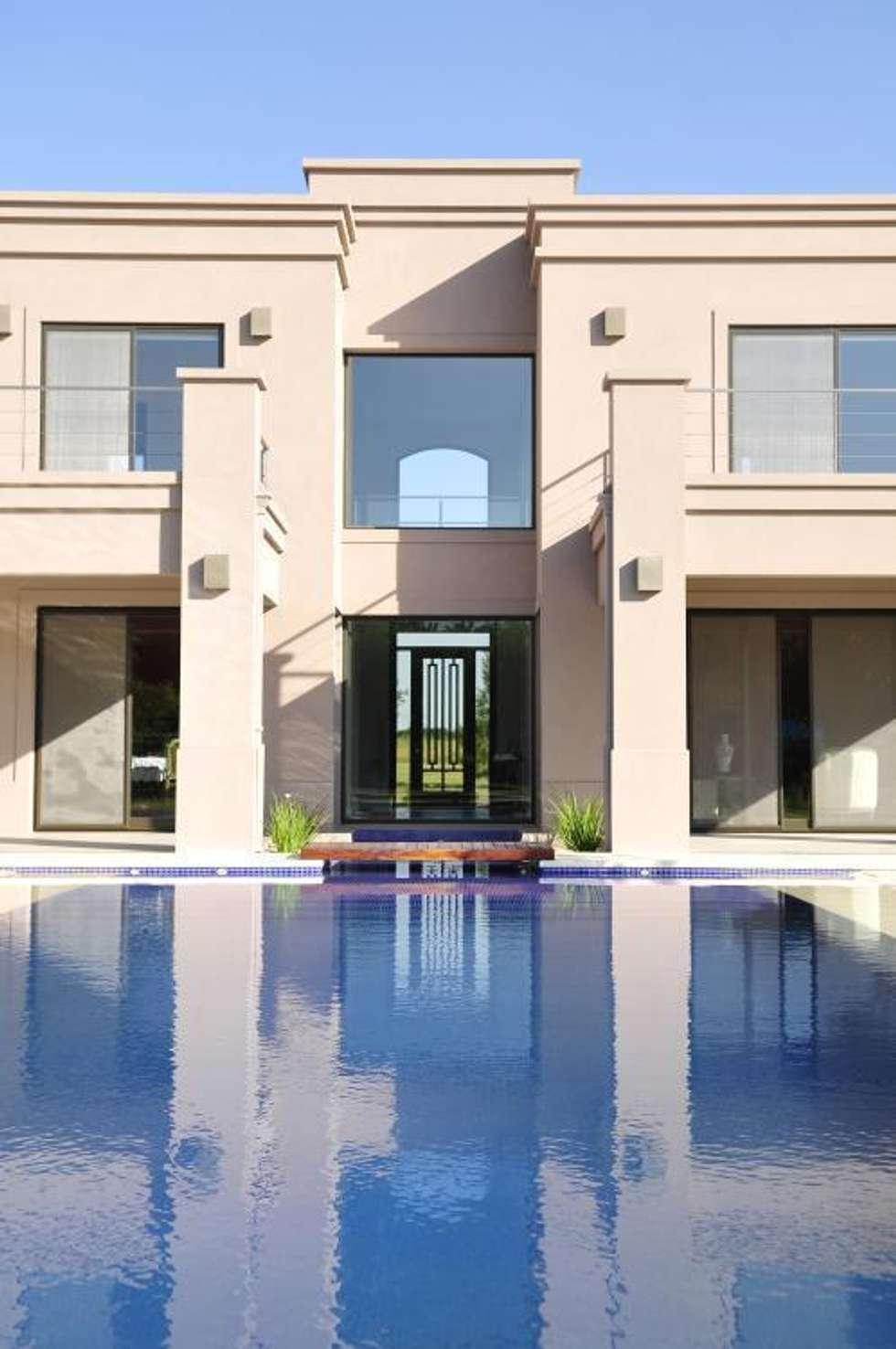 Detalle fachada casas de estilo cl sico por parrado for Casa clasica moderna interiores