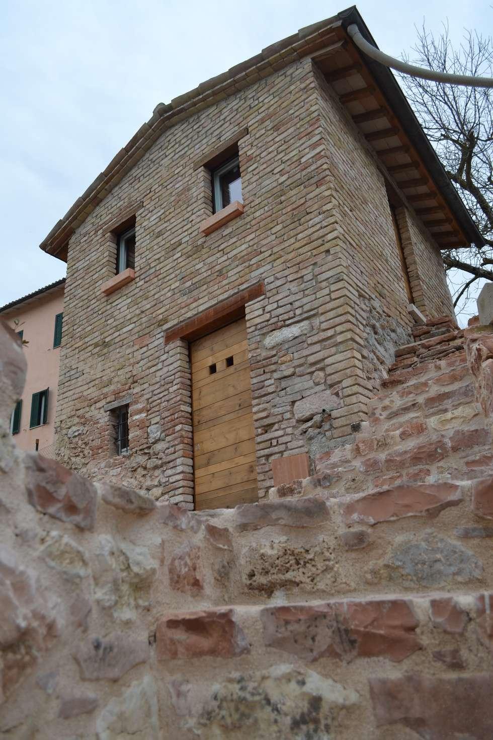 Restauro di un Ex Lanificio: Case in stile in stile Industriale di STUDIO TONTI