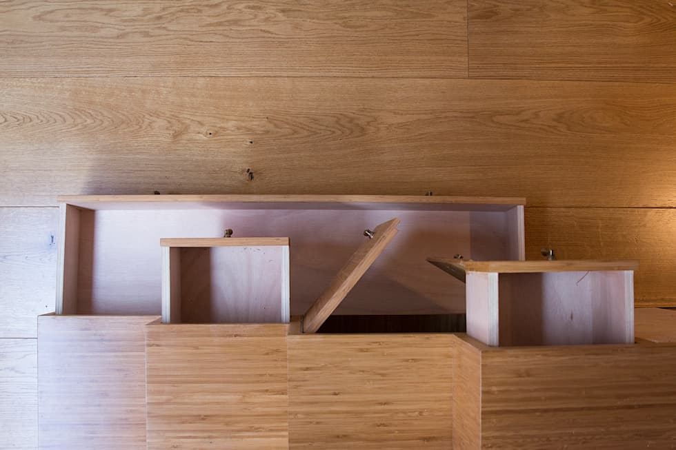 escalier meuble: Couloir et hall d'entrée de style  par Batbau'bio