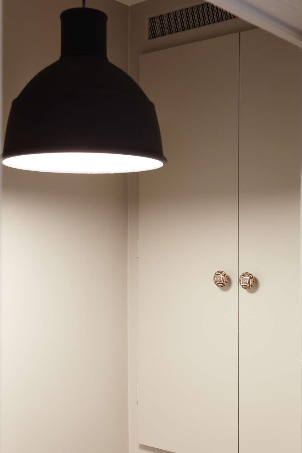 Suspension toilettes / Poignées de meuble: Salle de bains de style  par Fella DESPRES, Décoration D'intérieur.