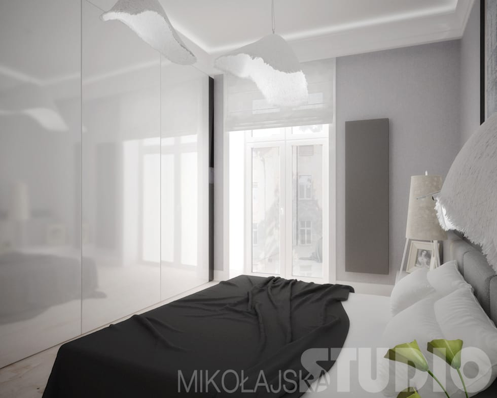 Ekskluzywna sypialnia w bieli: styl , w kategorii Sypialnia zaprojektowany przez MIKOŁAJSKAstudio