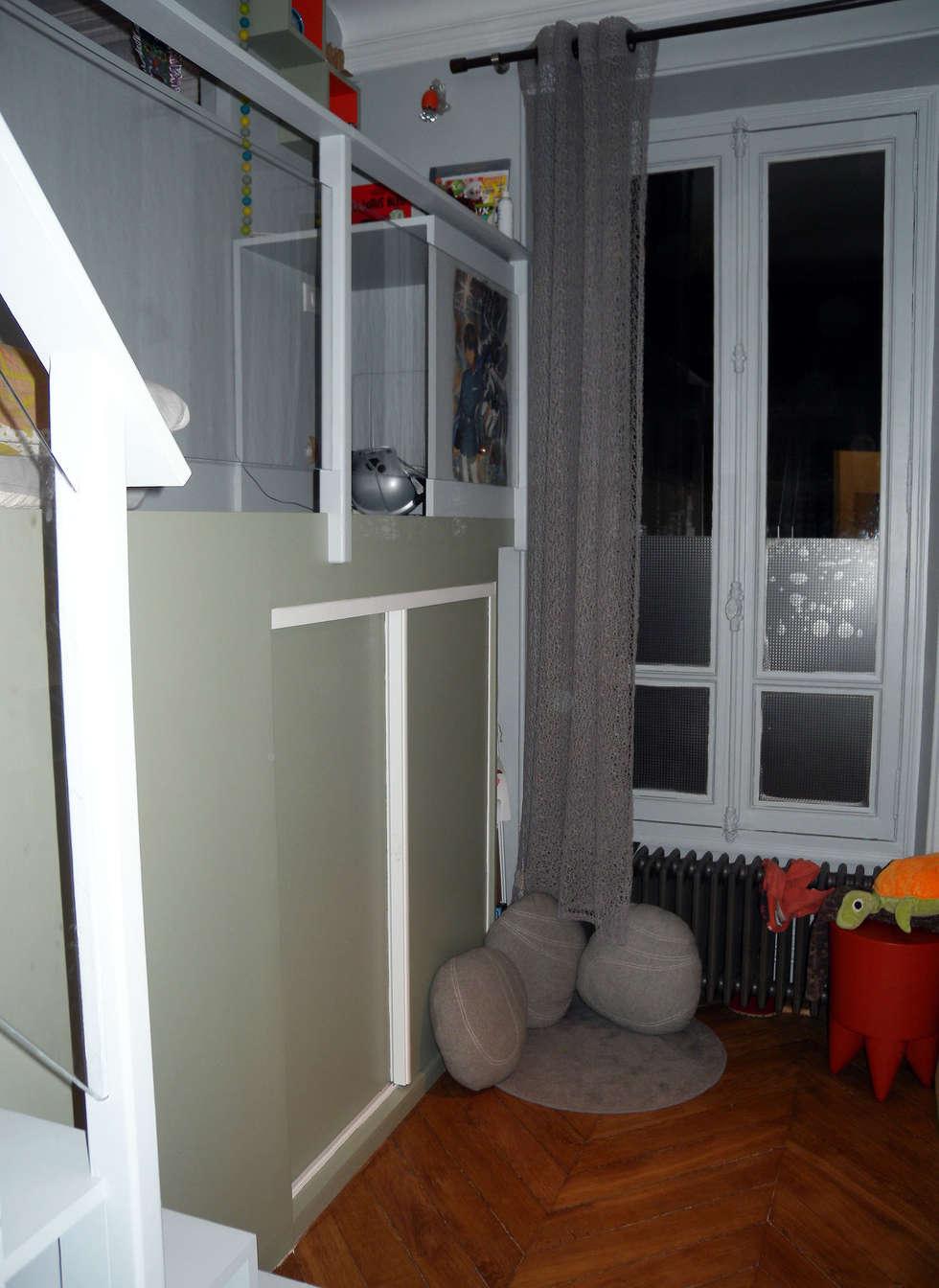 Côté garçon - espace détente: Chambre d'enfant de style de style Moderne par I.D.E.E
