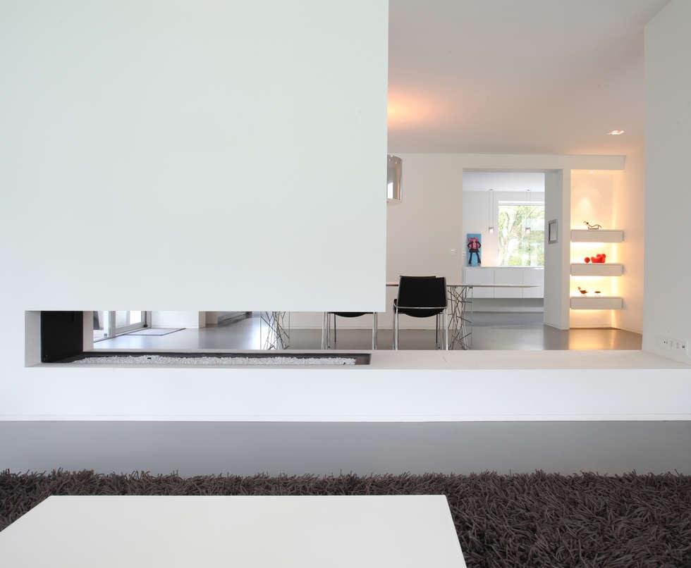Foto s van een moderne woonkamer open haard tussen woon en eetkamer homify - Moderne eetkamer en woonkamer ...