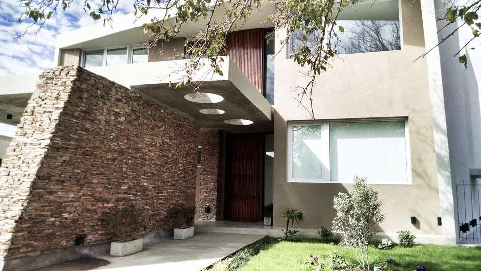 Casas de estilo moderno por Estudio Arqt