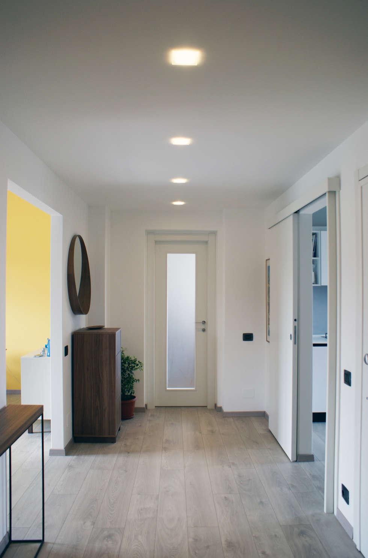 Valentina Cassader, Casa privata a Bergamo, 2014: Ingresso & Corridoio in stile  di Valentina Cassader