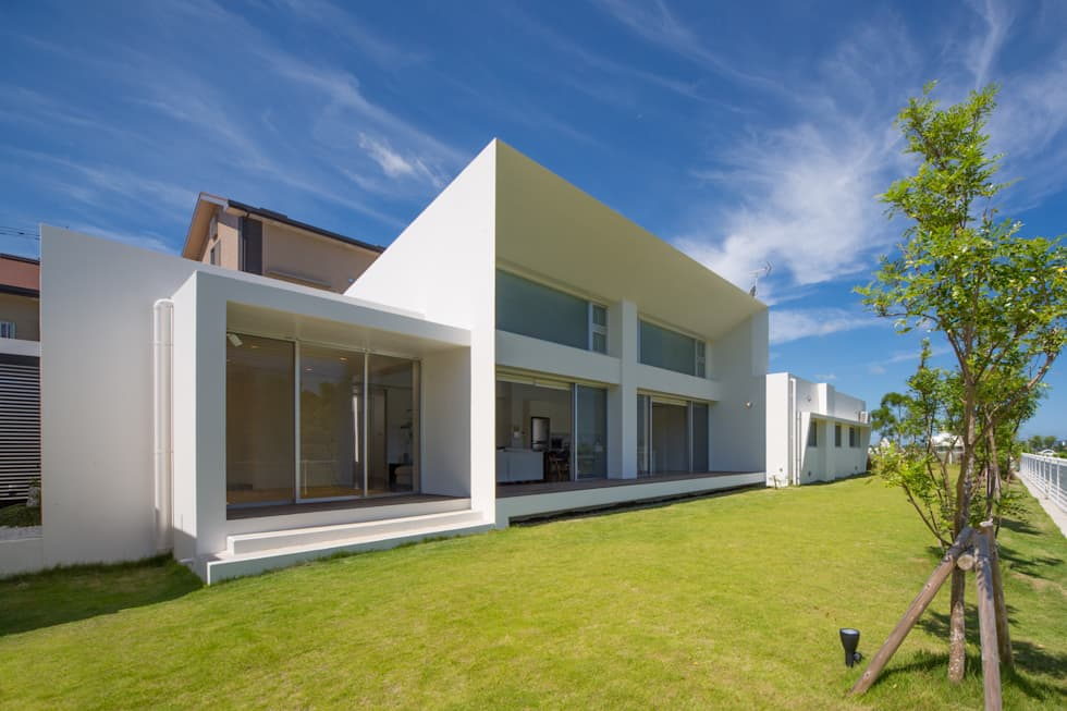 東側ファサード: 建築工房 亥が手掛けた家です。
