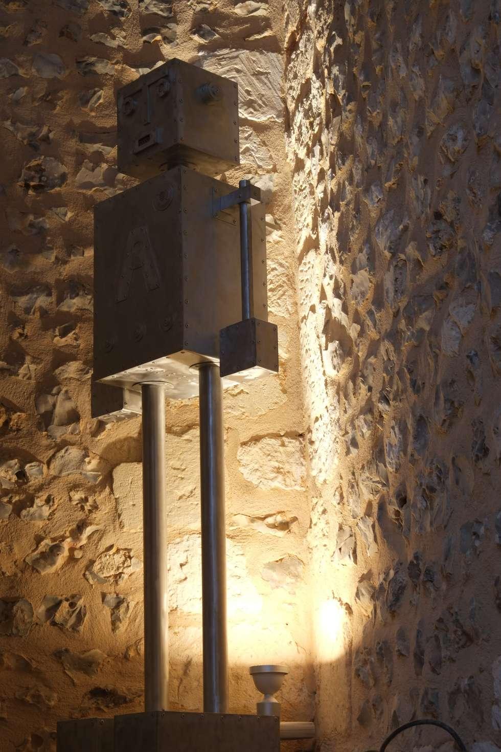 ROBOT A: Couloir et hall d'entrée de style  par CYRILLE PLATE