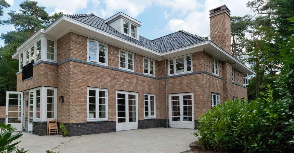 linker zijgevel: klasieke Huizen door Snellen Architectenbureau