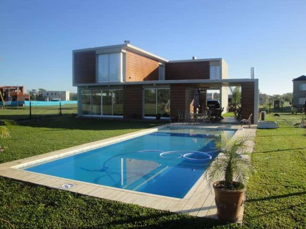 CASA VG HARAS SANTA MARIA - ESCOBAR - BUENOS AIRES - ARGENTINA: Casas de estilo moderno por Desarrollos Proyecta