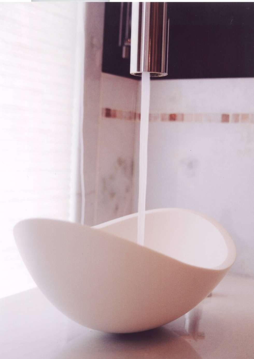 Banheiro do Casal: Banheiros modernos por Renata Manhães Arquitetura