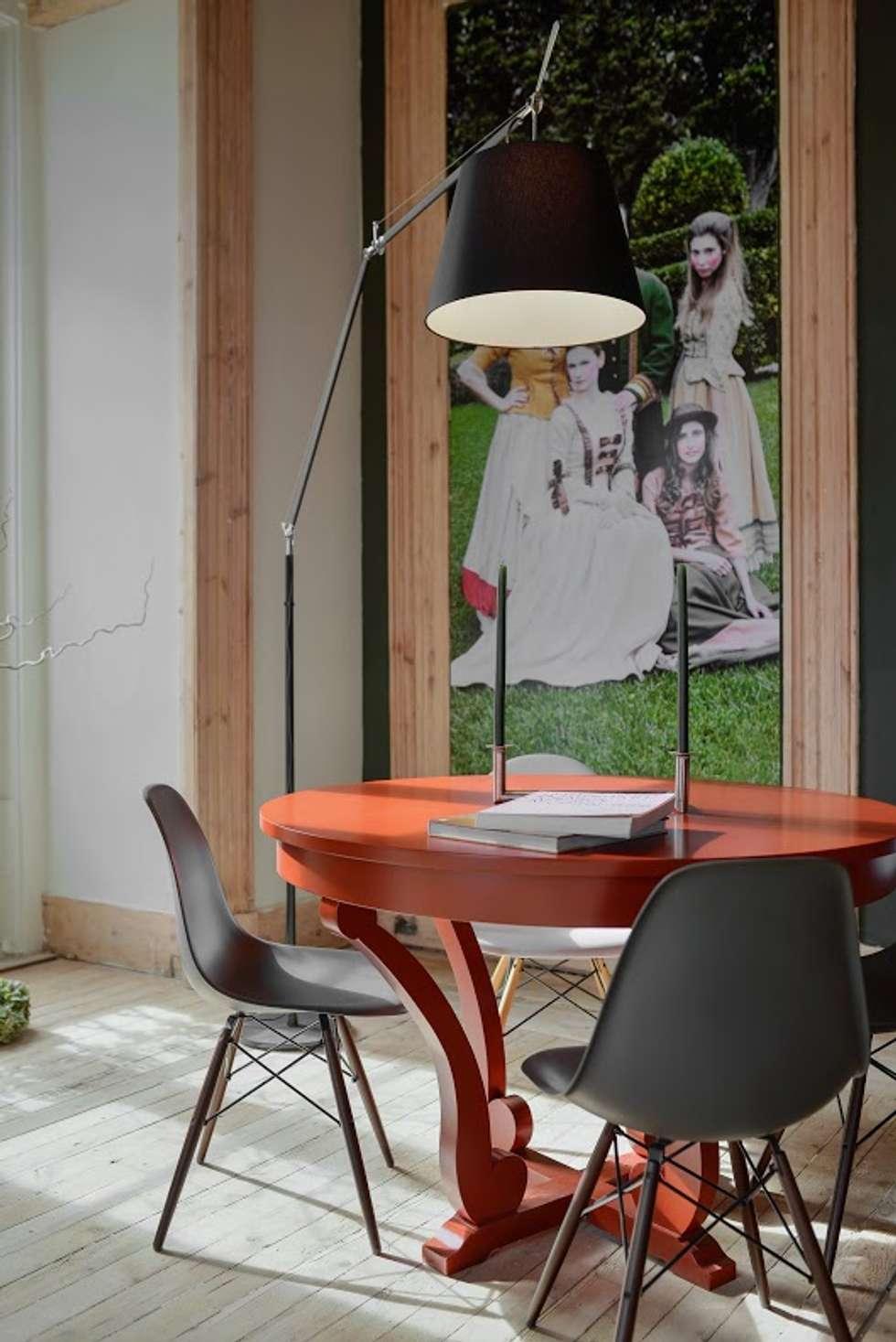 Palácio Iglésias: Salas de estar modernas por Spaceroom - Interior Design