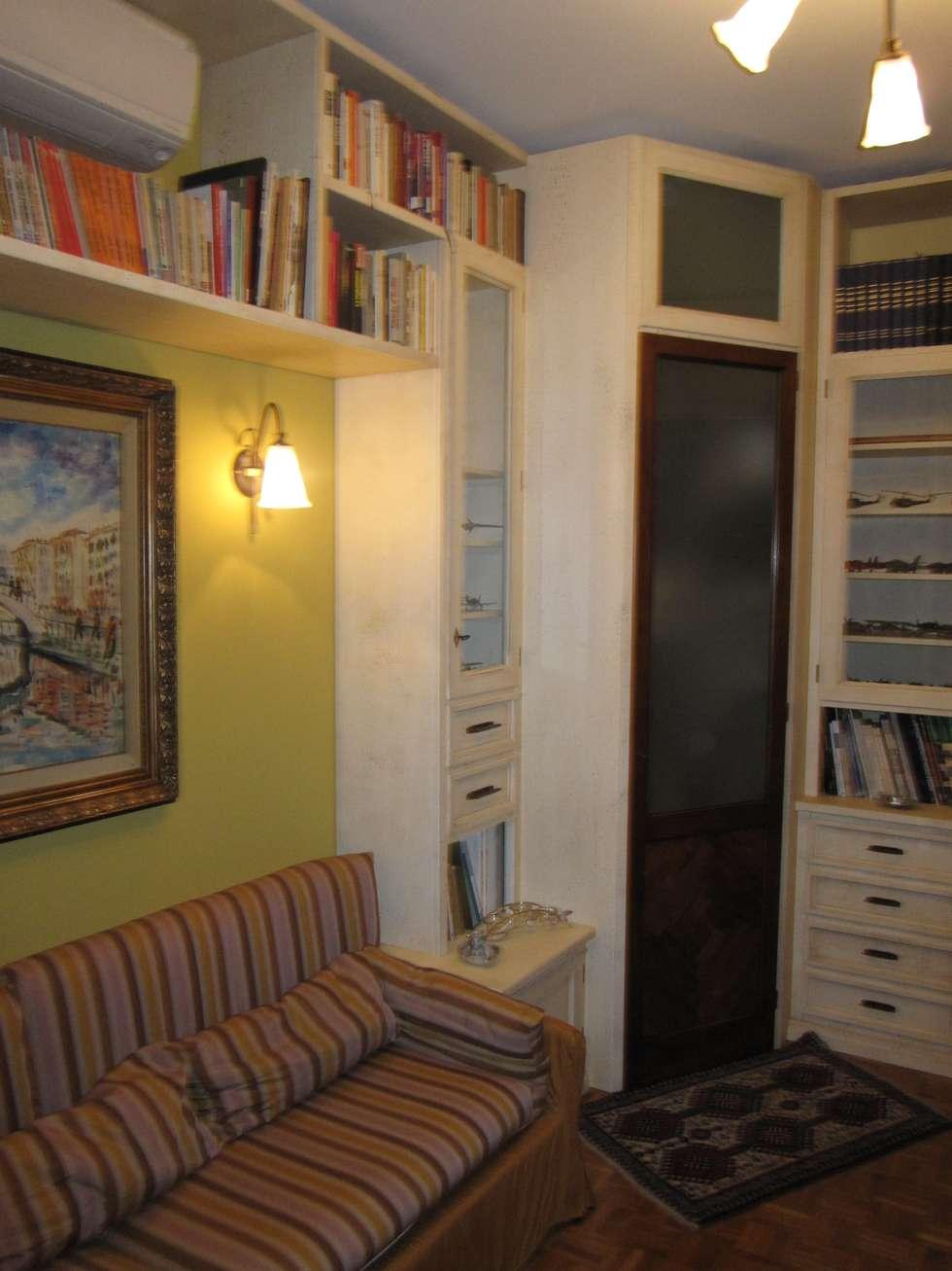 soggiorno / studio / sala multimediale: Sala multimediale in stile  di CORDEL s.r.l.