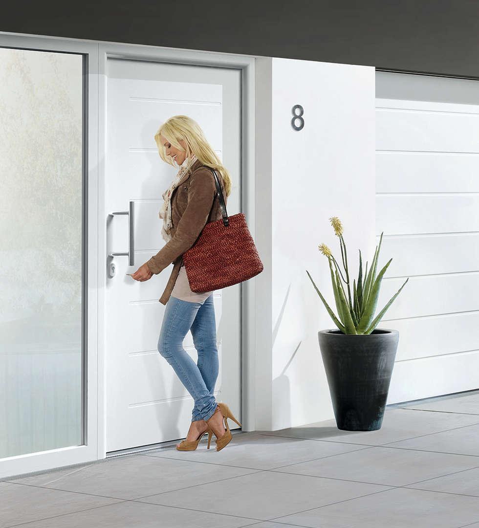 Porte d'entrée ThermoPro Plus Motif 015: Portes d'entrée de style  par HORMANN