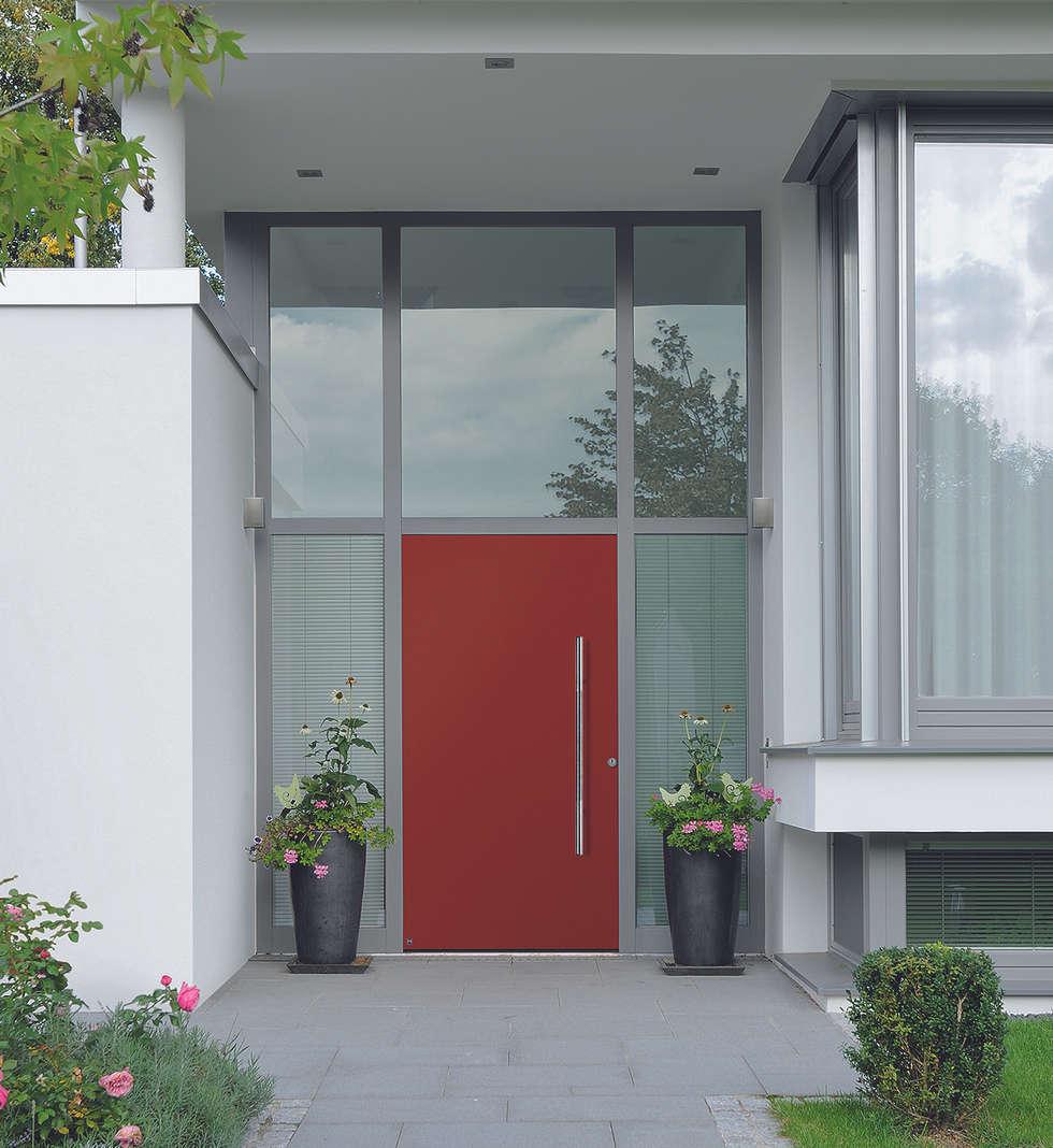 Porte d'entrée ThermoSafe Motif 860: Portes d'entrée de style  par HORMANN