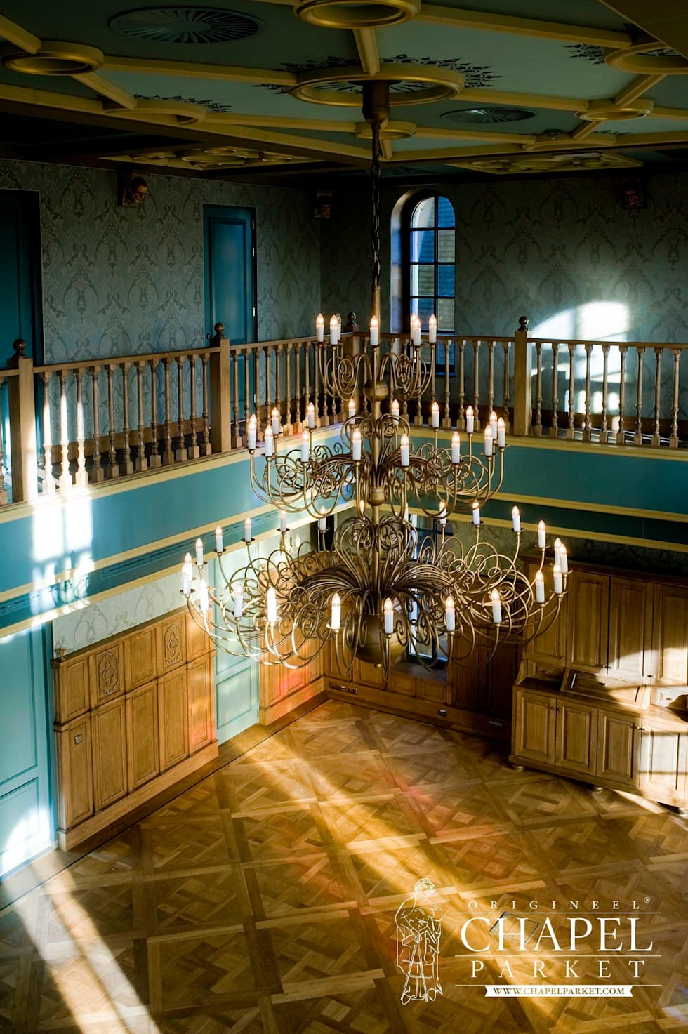 Chapel Basilica, kolor Podwójnie przyciemniany: styl , w kategorii Hotele zaprojektowany przez Chapel Parket Polska