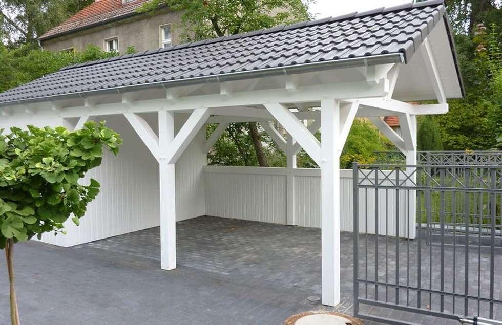 Wiata MAESTRO ze schowkiem : styl , w kategorii Garaż prefabrykowany  zaprojektowany przez Ogrodolandia