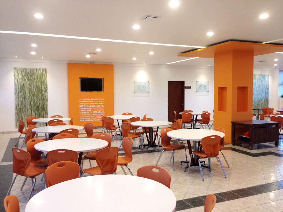 Comedor Grupo Gondi : Comedores de estilo industrial por Visual Concept