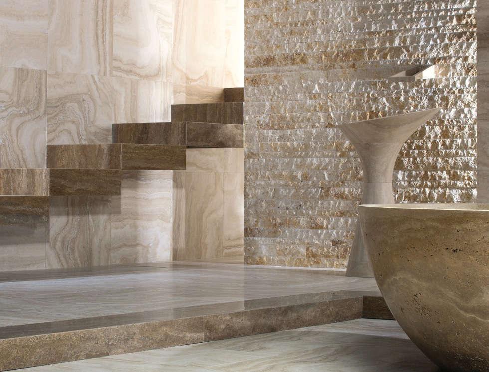 Split: Bagno in stile in stile classico di Caucci Home
