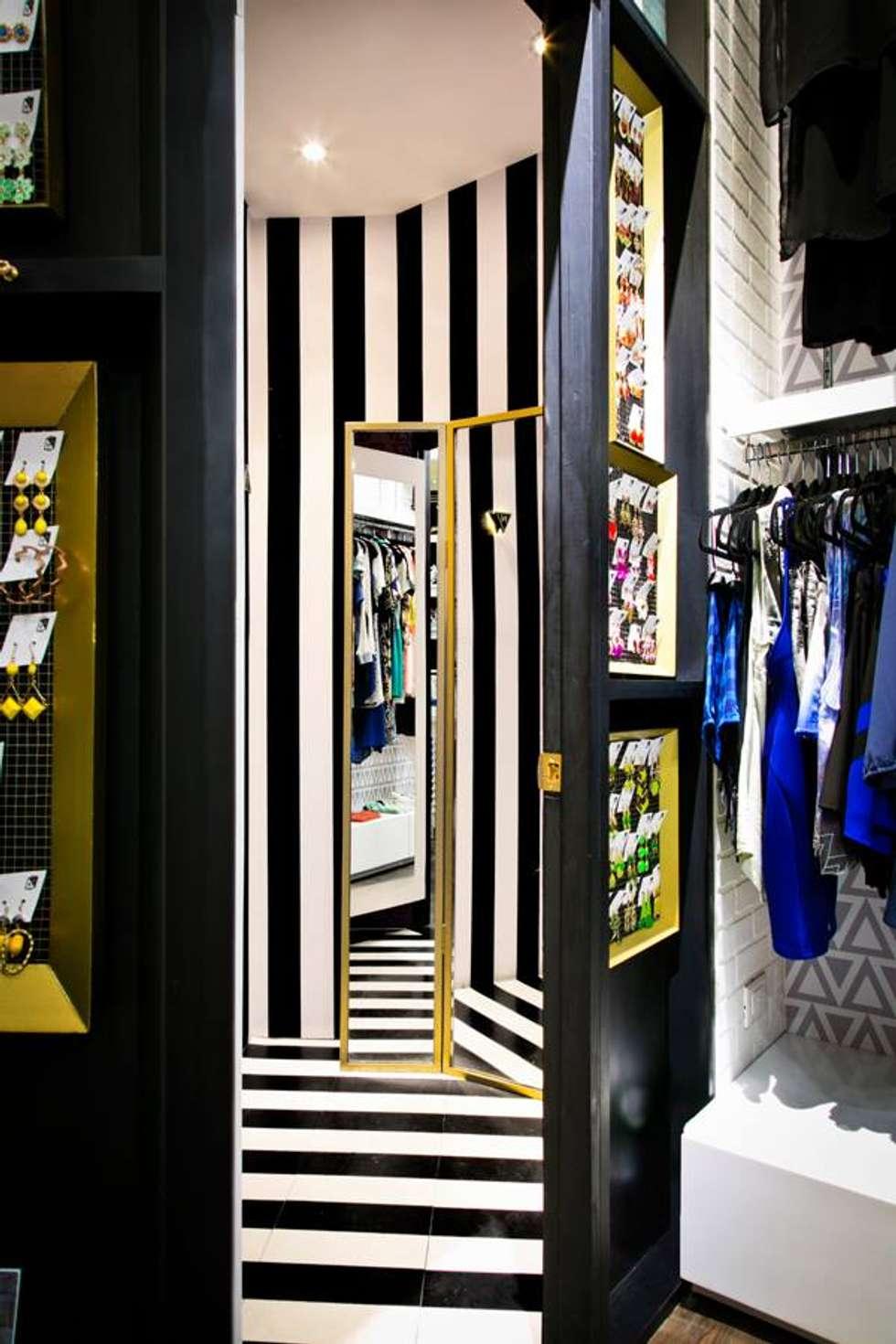 Vestidores: Espacios comerciales de estilo  por Vulca Studio