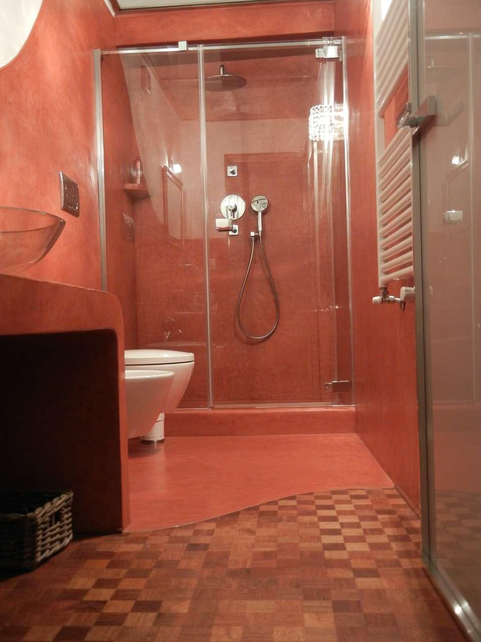 Tadelakt di Marrakech nel bagno per gli ospiti del B&B : Bagno in stile in stile Mediterraneo di Tadelakt keloe
