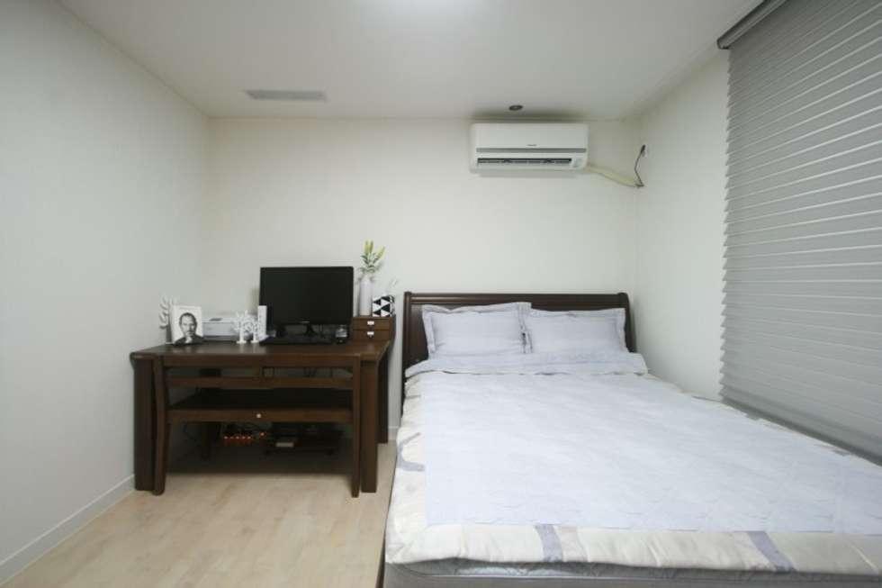 부부의침실: 홍예디자인의  침실