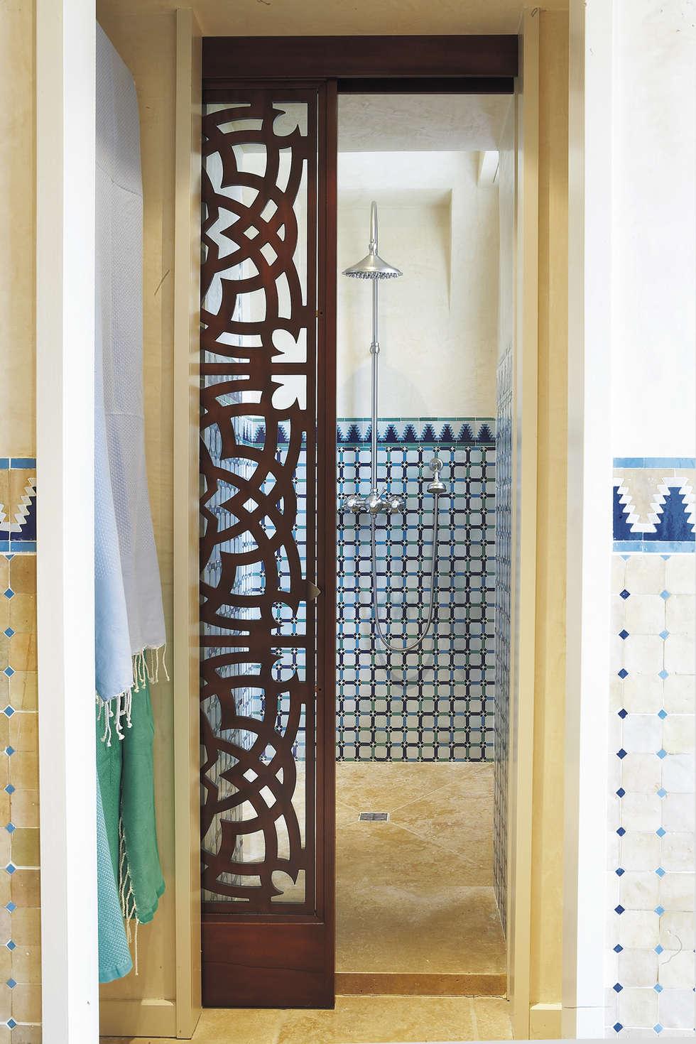 Mélangeur de douche mural complet : Salle de bains de style  par HORUS
