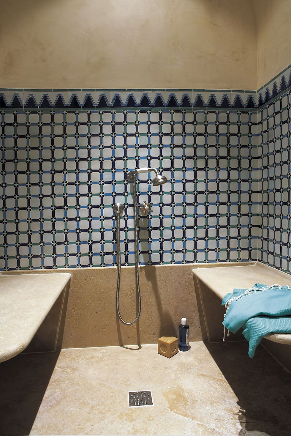 Sortie de douche: Spa de style de style Classique par HORUS