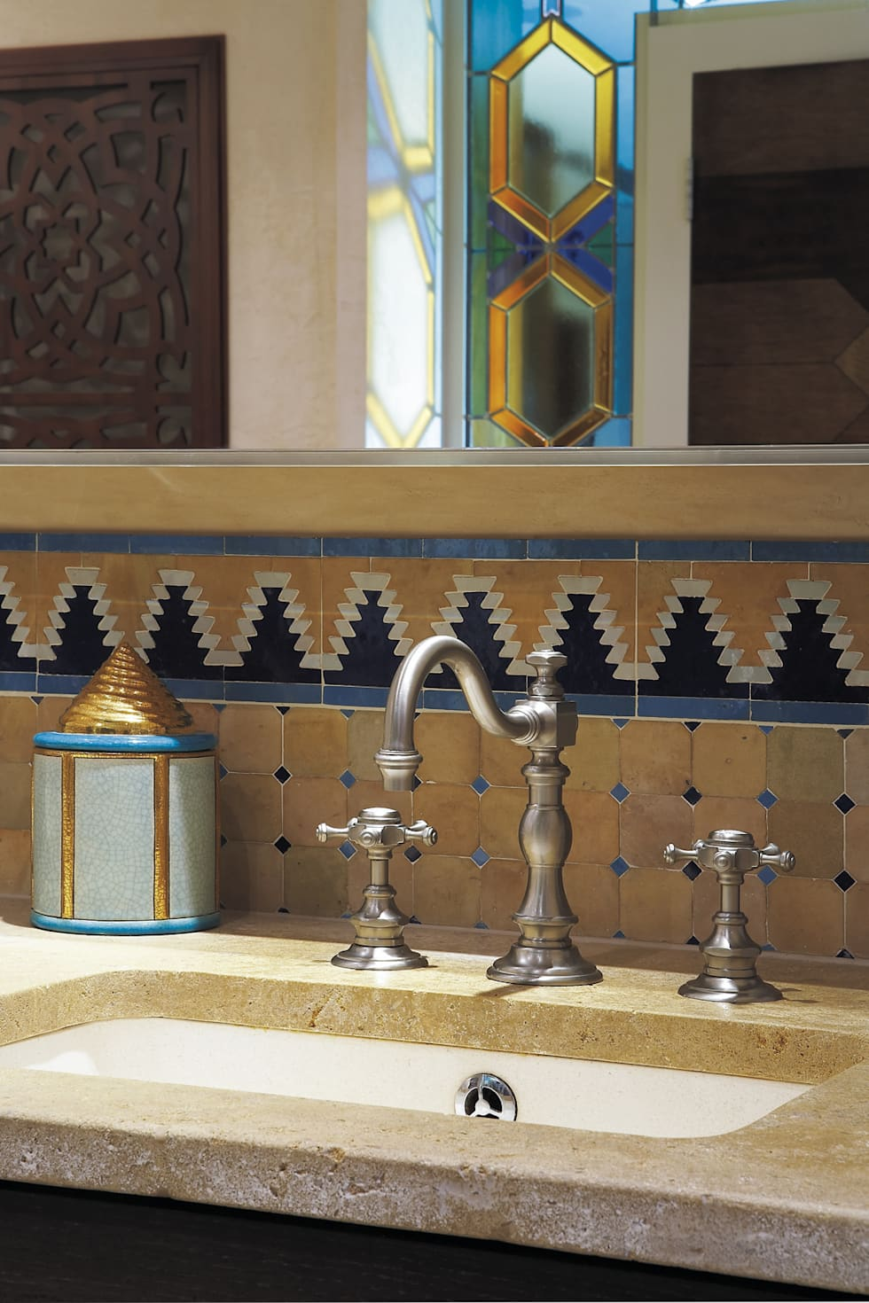 Mélangeur lavabo 3 trous : Salle de bains de style  par HORUS