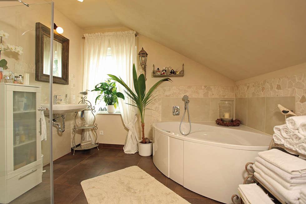 Fingerhaus badezimmer  Landhausstil Badezimmer Bilder: KOMPAKTES LANDHAUS - frei ...