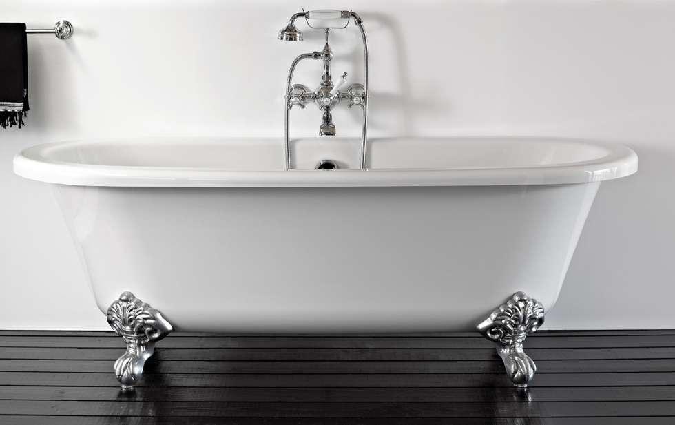 Baignoire sur pieds: Salle de bains de style  par HORUS