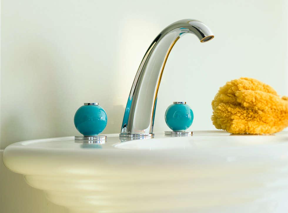 Mélangeur lavabo 3 trous Ebène: Salle de bains de style  par HORUS