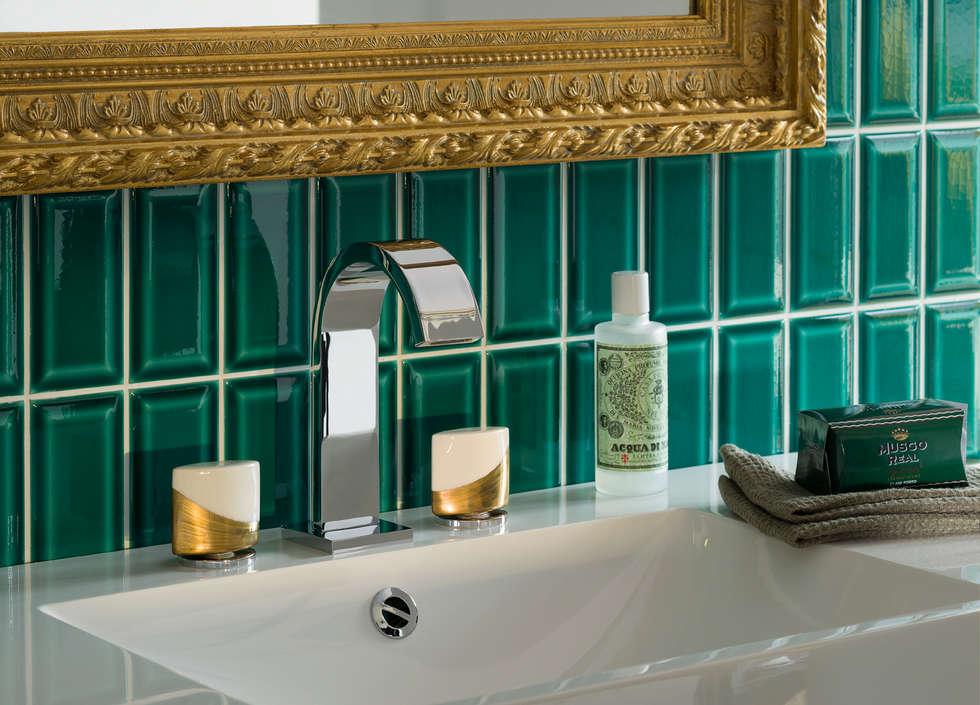 Mélangeur lavabo 3 trous Pétale: Salle de bains de style  par HORUS