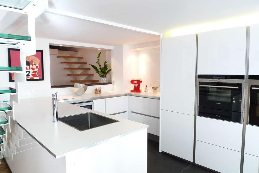 Appartement Bourgeois : Cuisine de style de style Moderne par RB CONCEPT
